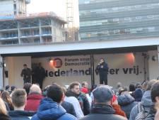 Politie onderzoekt of Thierry Baudet coronaregels overtrad door handen te schudden in Utrecht