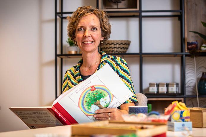 Marieke de Boer probeert in haar praktijk 'Vlinder je mee' kinderen te ondersteunen in hun rouwverwerking.
