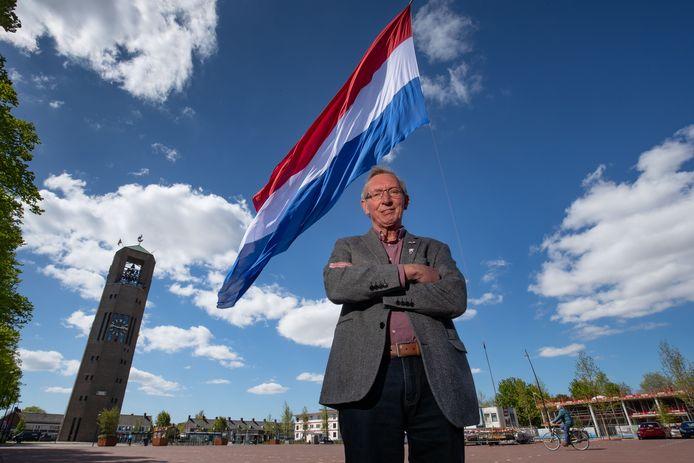 Bertus Ritsema bezorgde Emmeloord weer de grootste vlag van Nederland.