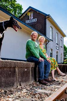 Erik woont met zijn vrouw in oud-station Eerbeek: 'Zet me niet in een Vinex-wijk, dan ga ik dood'