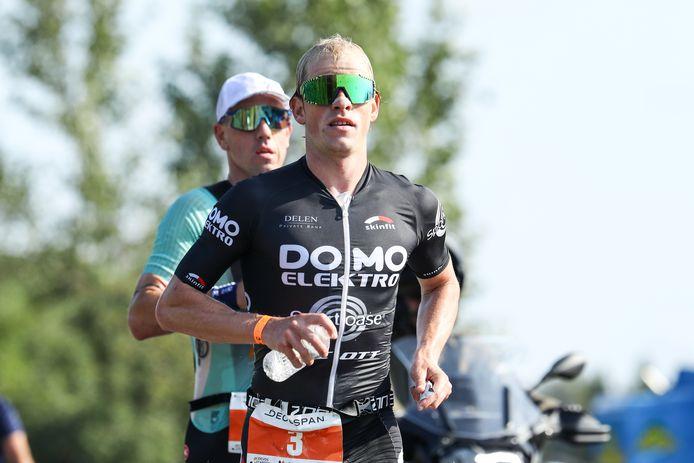 Tijdens zijn afscheidswedstrijd in Menen zat Frederik Van Lierde nog als actieve atleet in het zog van Pieter Heemeryck. Nu wordt de voormalige wereldkampioen Ironman coach van 31-jarige Leuvenaar.