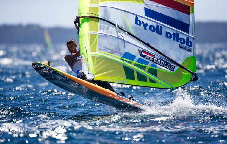 Kiran Badloe in actie tijdens een wereldbekerwedstridj in Hyères. Beeld Richard Langdon/Ocean Image/Pro Shots
