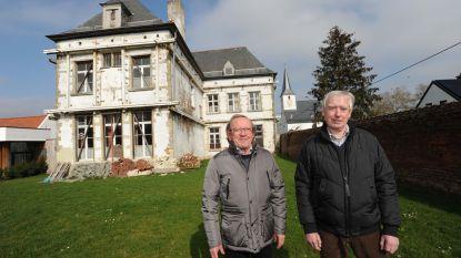 """Beschermde pastorie wacht al 13 jaar op restauratie: """"Ook nageslacht moet kunnen genieten van dit prachtige gebouw"""""""