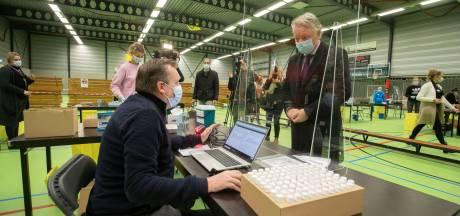Burgemeester van Dronten dringt bij minister De Jonge aan op vaccinatie van arbeidsmigranten