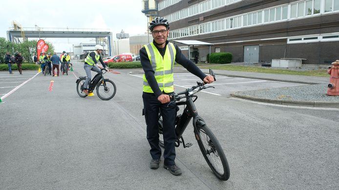"""""""Het kan nooit kwaad om je stuurkunsten bij te schaven"""", zegt Frank De Smet (51), die al bijan 30 jaar bij BASF werkt."""