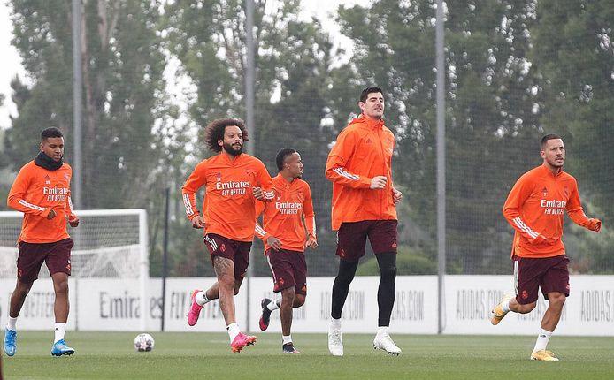 Thibaut Courtois en Eden Hazard op training met Real voor de clash tegen Chelsea.
