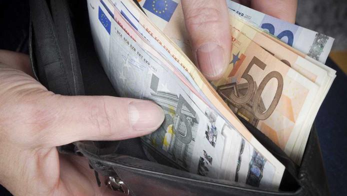 De vrouw stal in totaal 130.000 euro van haar grootvader.