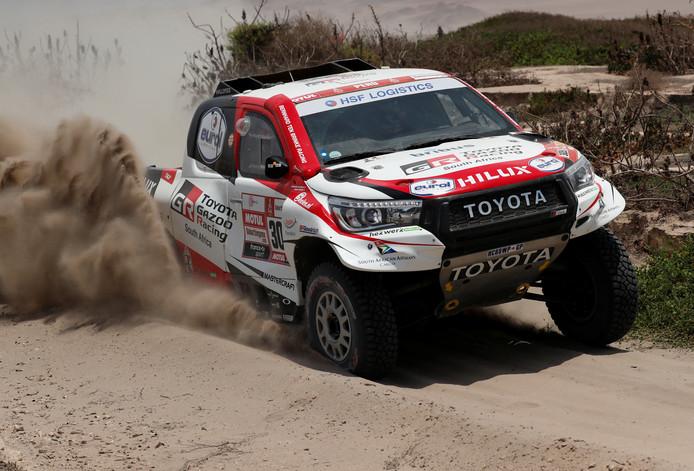 Bernhard Ten Brinke en navigator Xavier Panser hadden een lastige dag in de Dakar-rally. Foto Reuters/Carlos Jasso