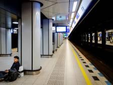 Minder treinen naar Schiphol door rook in tunnel, storing verholpen