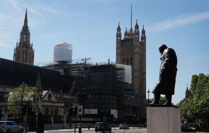 La statue de Winston Churchill devant le palais de Westminster, lieu du Parlement britannique.