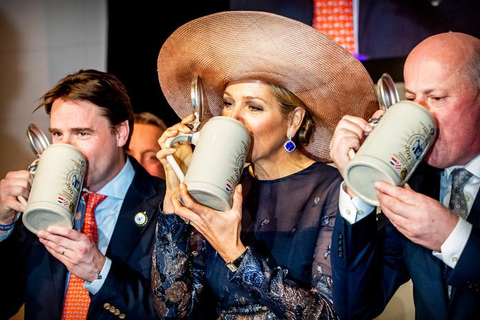 Koningin Máxima heeft ter ere van de 300e verjaardag van Bavaria donderdag een bezoek gebracht aan de brouwerij in Lieshout.