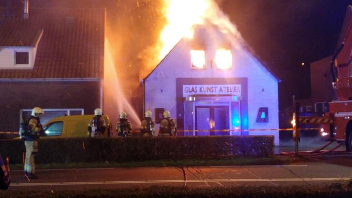 Brand bij glasatelier Kleurenrijk in Veghel
