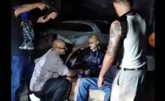Capture d'écran du tournage du clip, juste avant le coup de feu fatal à Areline Martinez