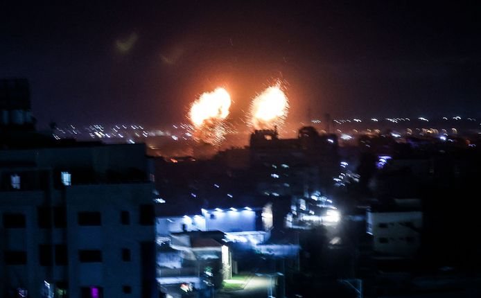 Explosies boven Gaza-Stad.