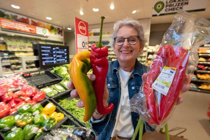 Misvormde groente door de droogte in de schappen van de supermarkten zoals hier bij Plus Supermarkt in IJsselmuiden. Restaurants kunnen vanaf nu ook afwijkende groente en fruit inslaan via Instock.