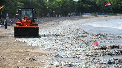 Help, we verdrinken onder het plastic!