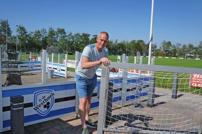 Leendert Rademaker op het sportpark in Burgh-Haamstede.