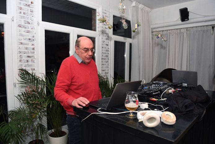 Jaak Heelen van At The Bebop is overleden en daarmee verliest Leuven een horecalegende maar ook een getalenteerd DJ.