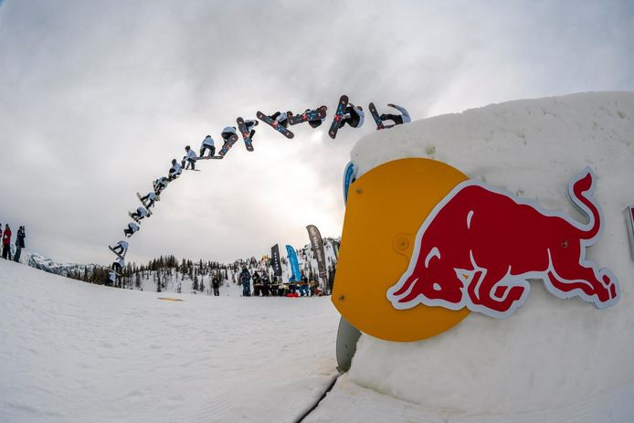 Snowboarder Sam Vermaat uit Halsteren in actie.