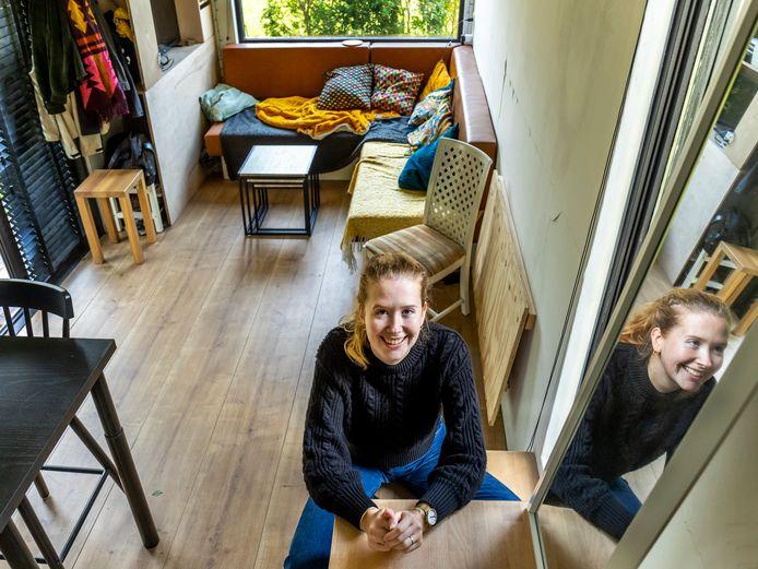 Anette Peerboom in haar Tiny House.