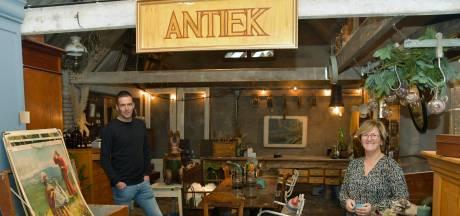 Doordeweeks is Davy reparateur, in het weekend handelt hij in antiek