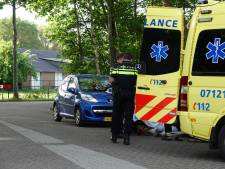 Oudere vrouw geraakt door buitenspiegel en gewond in Nijkerk