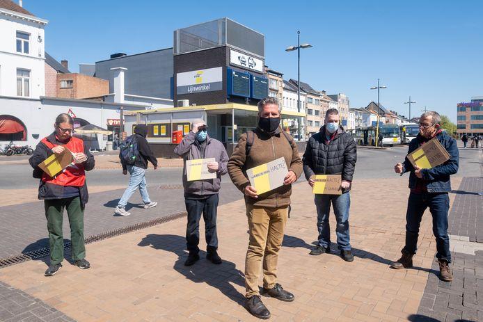 Actie van PVDA Mechelen en busreizigers tegen het verdwijnen van bushaltes