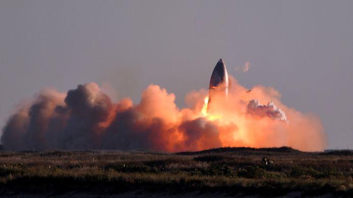 Een SpaceX Starship explodeert bij de landing na een testvlucht.
