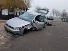Veel schade bij botsing tussen twee auto's in Riethoven