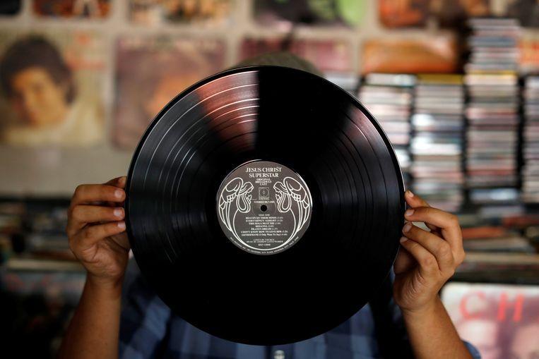 Een vinylplaat. Volgens de ERA slaan elpeeverzamelaars 72 procent van al de albums in. Beeld REUTERS