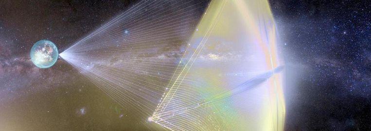Impressie van een lichtzeil dat met een laser tot eenvijfde van de lichtsnelheid wordt versneld. Beeld Breakthrough Initiatives