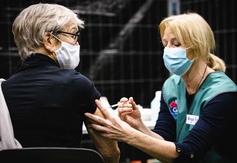 Nederland bereikt mijlpaal 1 miljoen vaccinaties, Europese middenmoot in zicht - Parool.nl