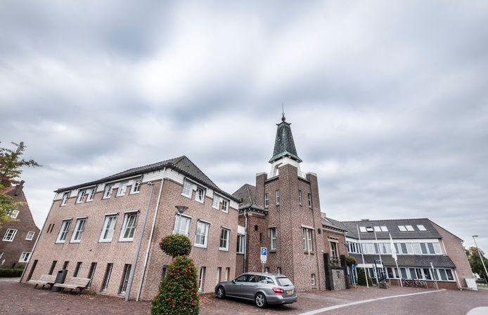 Het gemeentehuis van Mook en Middelaar in Mook.