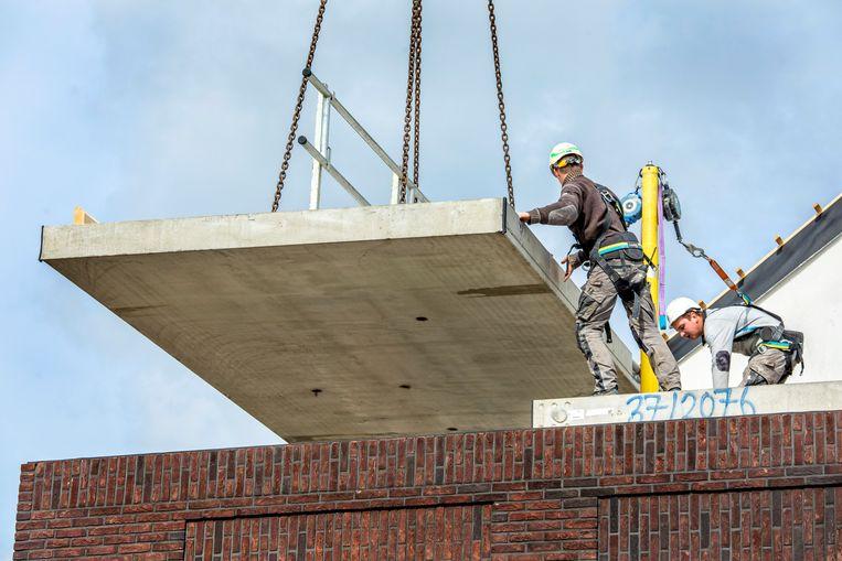 De fabriekshuizen zijn later weer te demonteren voor een renovatie of verplaatsing. Beeld Raymond Rutting / de Volkskrant