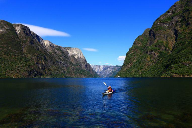 Kajakken in the Naeroyfjord.  Beeld getty images