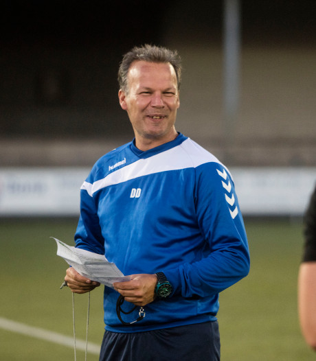Dennis Dekkers blijft trainer bij Best Vooruit