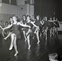 Optreden van balletschool bij zaal Rozenstein in Eindhoven