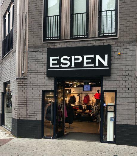 Nu het weer mag, pakt kledingzaak Espen in Hengelo uit met een openingsfeest