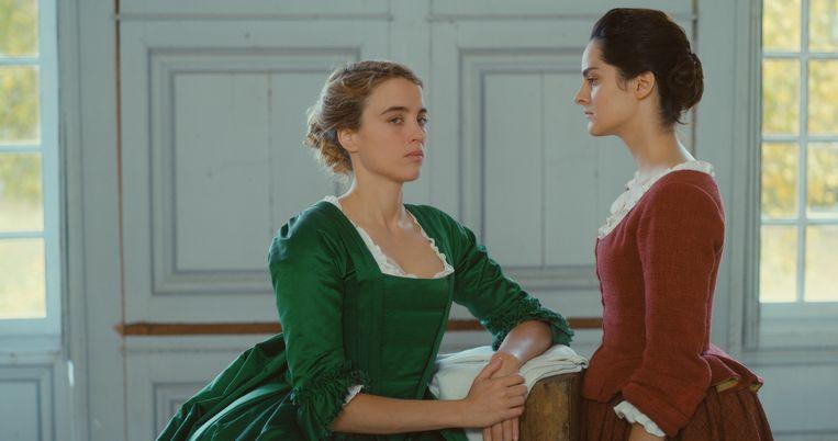 Adèle Haenel (l.) en Noémie Merlant in 'Portrait de la jeune fille en feu'. Beeld rv