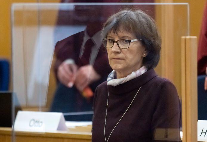 Lübckes weduwe Irmgard (67).
