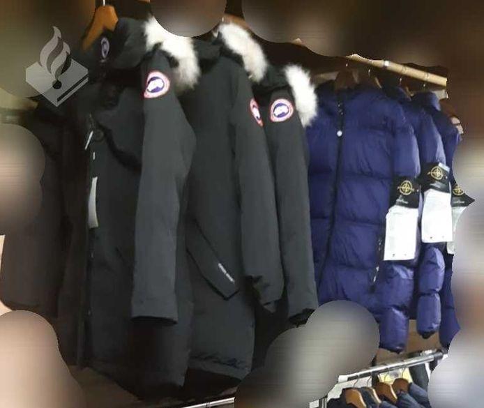 Foto ter illustratie. De politie treft vaker grote hoeveelheden nepkleding aan.