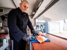 Worstelaar Dries maakt nu sushi in Driel:  'De kritieken zijn gelukkig lovend'