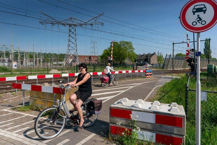 Zes omwonenden zijn fel gekant tegen de aanleg van een tunnel zodat de spoorovergang in Orthen dicht kan.