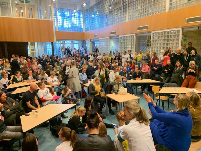 Actiebijeenkomst van Utrechtse scholen in Kanaleneiland.