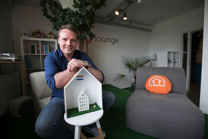 Mike Slaats op kantoor bij Vindy in het Glasgebouw op Strijp S in Eindhoven.