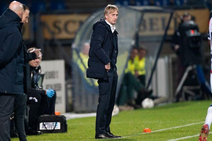 Arie Koster als coach van Willem II langs de lijn bij de competitiewedstrijd tegen Ajax