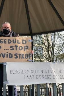 """Coronaprotest op de Groenplaats: """"We gaan door tot de maatregelen in verhouding zijn met het gevaar"""""""