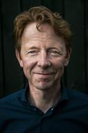 Gerrit Hiemstra (59) is meteoroloog, weerman en ondernemer. Hij werkte bij Meteo Consult, het KNMI en begon in 1998 bij het NOS Journaal. Hij maakte de website WeerOnline succesvol en verkocht dat in 2009. In 2015 begon hij samen met een zakenpartner het bedrijf Weather Impact.