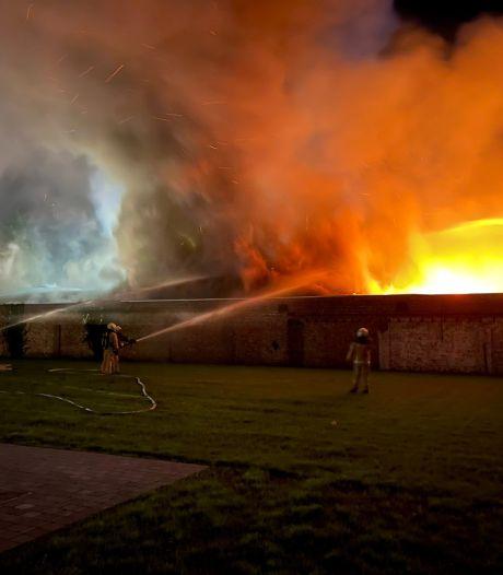 """Zware brand zorgt voor ravage in Assebroek: """"Sluit ramen en deuren"""""""
