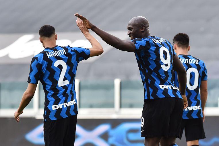 De vertrokken sterren bij Inter: Achraf Hakimi en Romelu Lukaku. Beeld Reuters